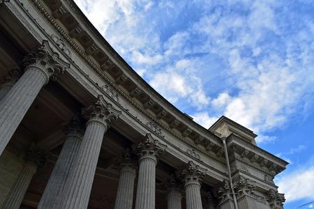 corinthian column: Corinthian columns