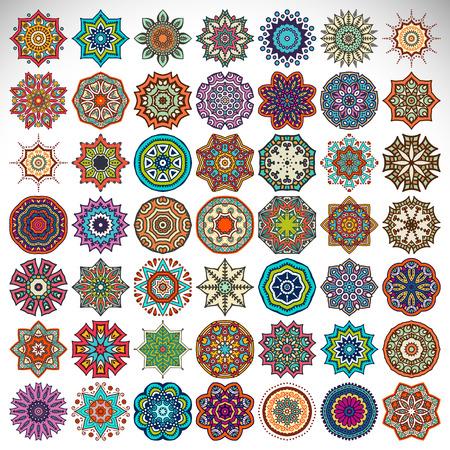 ベクトル マンダラ。エスニック風の丸い飾りは。手を描く  イラスト・ベクター素材
