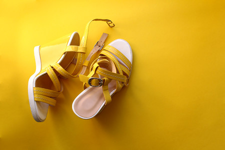 yellow sandals on yellow background 版權商用圖片