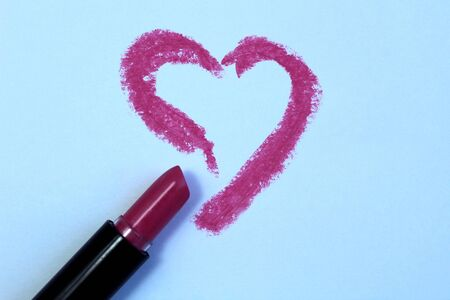 Drawing heart with lipstick on white paper, top view 스톡 콘텐츠