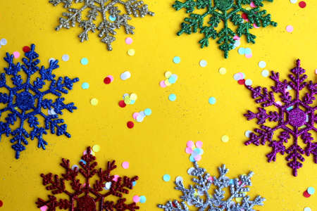 Christmas mood, snowflakes with confetti on a yellow background 版權商用圖片