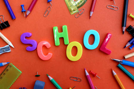 The word school is laid out on a red background Stockfoto