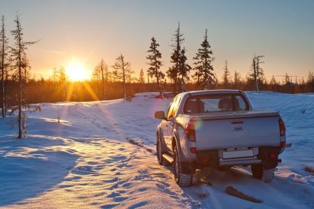 camioneta pick up: coche y el sol