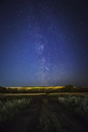 道路や夜の天の川 写真素材