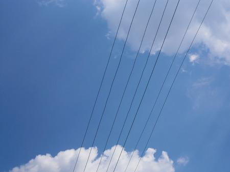 Vier Elektrischen Draht Übertragungsleitung Auf Einem Strahlend ...