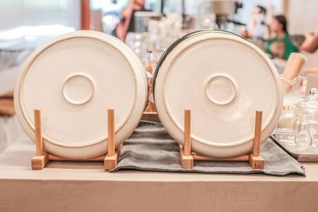Ceramic plates dishes white Stacked  decoration in wooden shelf Bamboo Kitchen Dish Drying Rack with Plates and Mugs