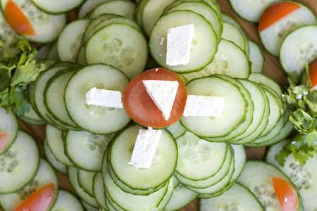 adn: Bocadillos de pepino con queso de pasta blanda y tomates