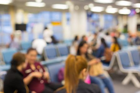 gente aeropuerto: Borrosa zona de sillas de espera en el aeropuerto, su uso como fondo