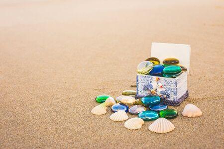 cofre del tesoro: playa, onda. Foto de archivo