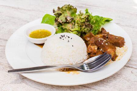 jasmine rice: Cerdo de Teriyaki con arroz jazm�n. Foto de archivo