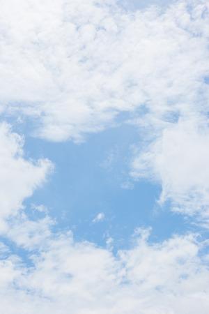 ciel avec nuages: Beau ciel avec des nuages ??de fond Banque d'images
