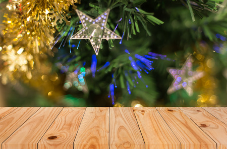 Christmas holiday background with empty wooden deck table over festive bokeh. Ready for product montage Foto de archivo
