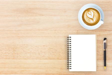 articulos de oficina: Top top imagen de la mesa con el jefe de diseño de imagen héroe artículos de oficina con copia espacio. Foto de archivo