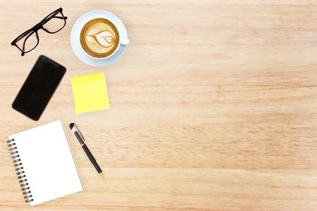 articulos de oficina: Top top imagen de la mesa con el jefe de dise�o de imagen art�culos de oficina con espacio de copia Foto de archivo