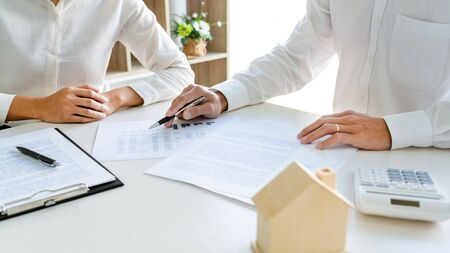 employee meeting broker estate agent for contact to apartment and signing document agreement Standard-Bild