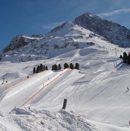 halfpipe: snowboarding in the halfpipe of Kühtais in Austria