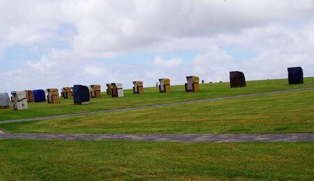 Strandstoelen in Buesum aan de Noordzee in slecht weer