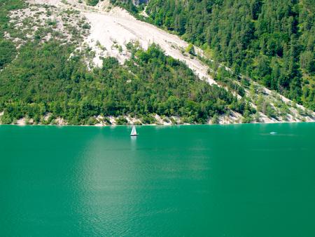 Boote auf dem Achensee in Tirol Standard-Bild - 91124098