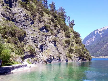 Klettersteig am Achensee in Tirol Standard-Bild - 89321493