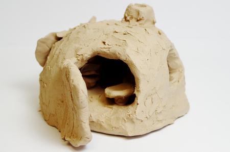 Skulptur einer Höhle aus Ton aus Südostasien Standard-Bild - 98923874