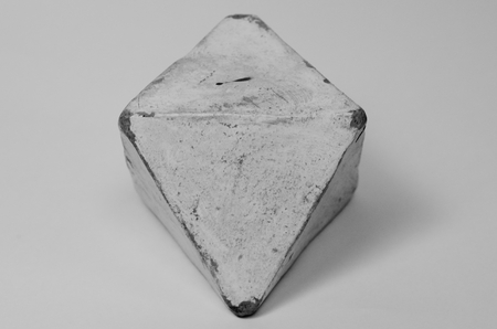 Octahedron made of clay in art therapy Standard-Bild - 98919268