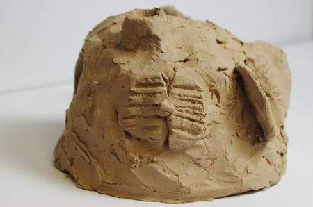Skulptur einer Höhle aus Ton aus Südostasien Standard-Bild - 98922723