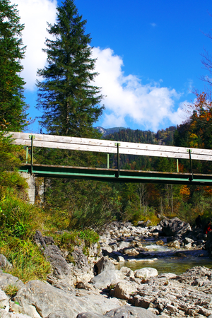 Bridge over a stream to the Rabenkopf gorge in Upper Bavaria Standard-Bild - 104442686