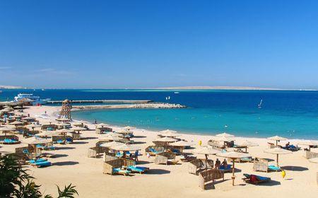 Reefs on Red sea beach resort in Egypt Stock Photo