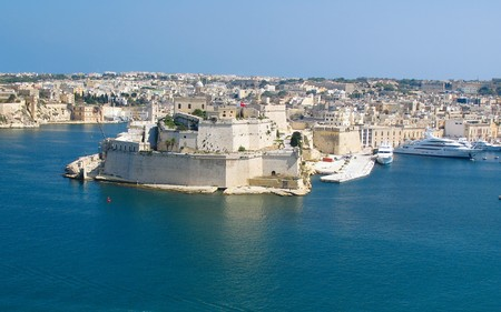 View to Vittoriosa Harbor from Valetta wall Stock Photo