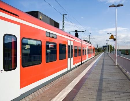 estacion de tren: Entrene en la estación, Baviera, Alemania