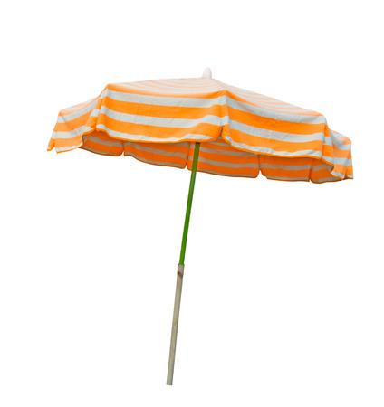 aislado en blanco: Naranja y gris paraguas de playa con rayas aislados en blanco con trazado de recorte