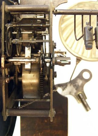 muro rotto: meccanismo del vecchio orologio a muro rotto