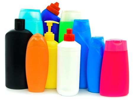 artigos de higiene pessoal: different toiletries plastic bottles over white background Imagens