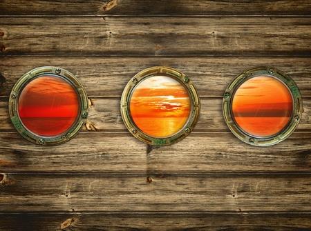 drei Bullaugen mit Blick auf den Sonnenaufgang