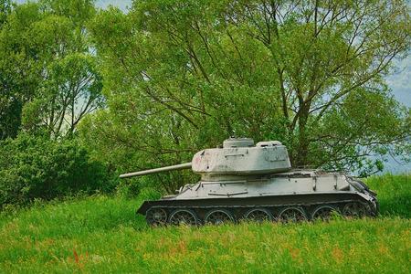 Réservoir de la Seconde Guerre mondiale dans la forêt
