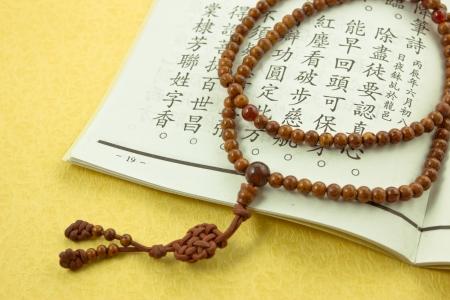 Boeddhist of Hindoe gebed kralen, de Schrift Stockfoto