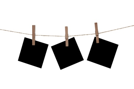 Blank paper cards hanging on clothespins Stockfoto