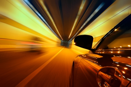 High-Speed-Auto in den Tunnel, Motion Blur Standard-Bild - 18174166