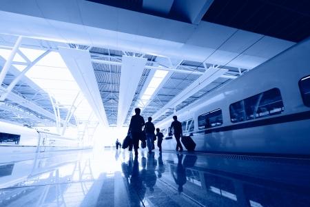 電車や飛行機、乗客の旅についての概念に関するビジネス旅行の背景