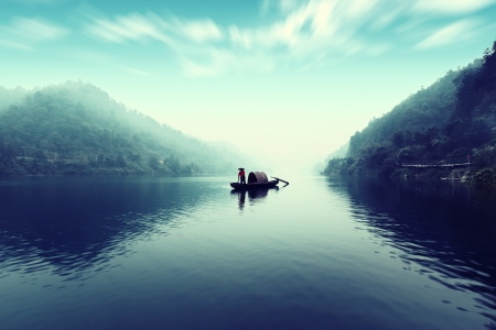 Small beautiful Dongjiang River landscape, the fishermen Standard-Bild