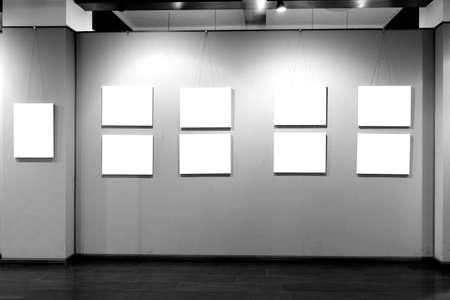 leeg frame in art museum