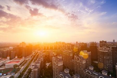 市内中心部の劇的な風景夕日 写真素材