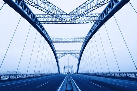 de nacht van moderne brug, Stockfoto