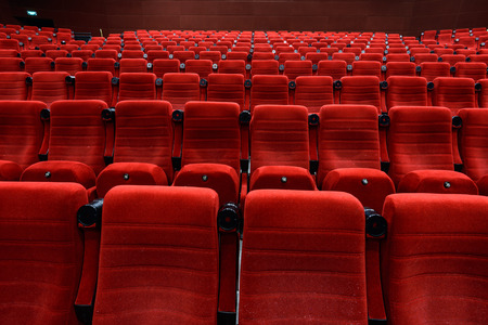 Empty movie theater with red seats Stockfoto