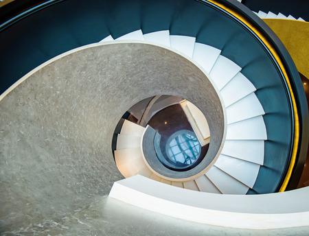Escaleras giratorias, características arquitectónicas Foto de archivo - 80244037