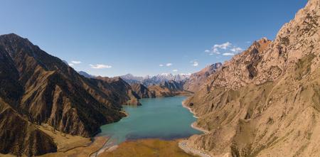 Plateau lake, high altitude, Xinjiang, China Standard-Bild - 119129148