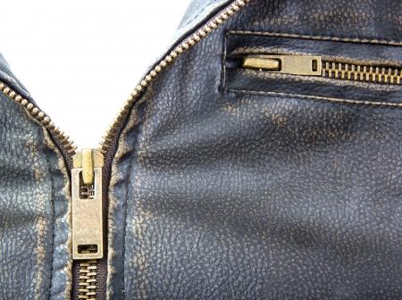 茶色の革のオートバイのジャケットのジッパー