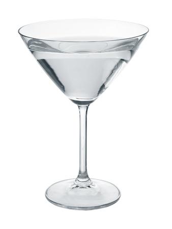 copa de martini: Vaso de martini llena de l�quido transparente incoloro aislado en blanco