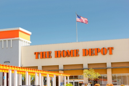 SACRAMENTO, USA - SEPTEMBER 5: The Home Depot store on September 5, 2013 in Sacramento, California. The Home Depot is an American retailer of home improvement and construction products and services, operates many big-box format stores across the United St 報道画像