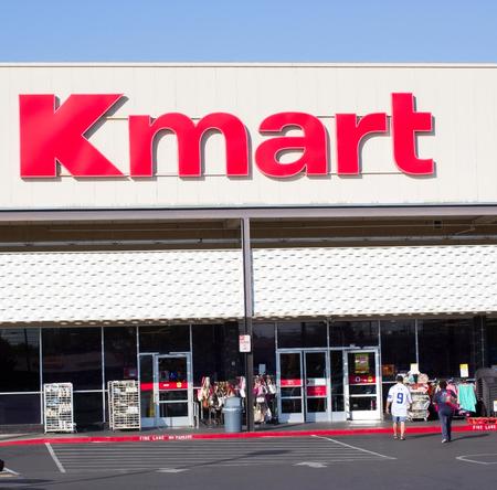 サクラメント、アメリカ合衆国 - 9 月 13 日: カリフォルニア州サクラメントの 2013 年 9 月 13 日に k マート店の入り口。K マートは世界で 3 番目に大き